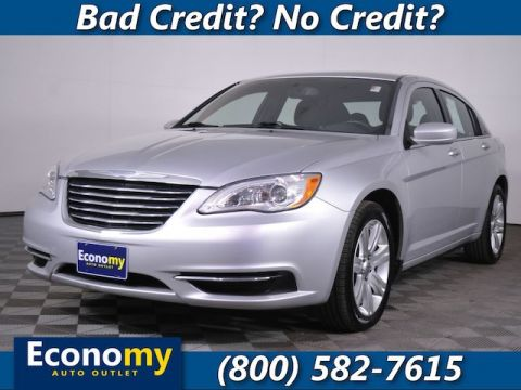 Pre-Owned 2011 Chrysler 200 Touring FWD Sedan